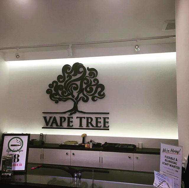 北谷のタバコ屋さんのサイン工事遅れながらの報告オシャレなタバコいっぱいでしたよ!うん、いい感じ