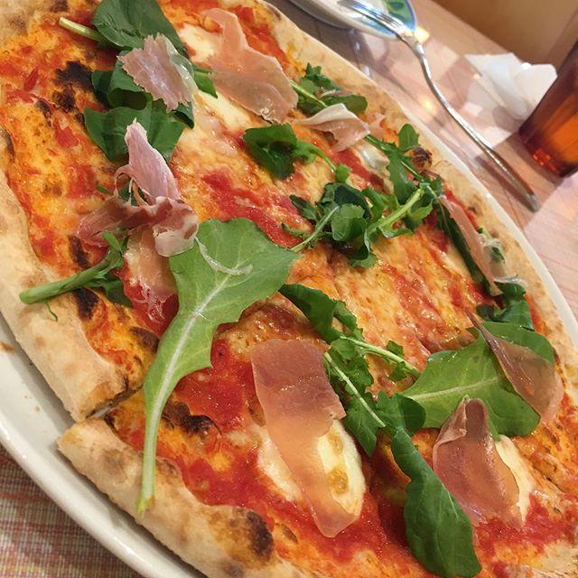 空き時間にランチピザが大好きなんですー!しゃー!午後も頑張りまっす。#ランチ#ピザ
