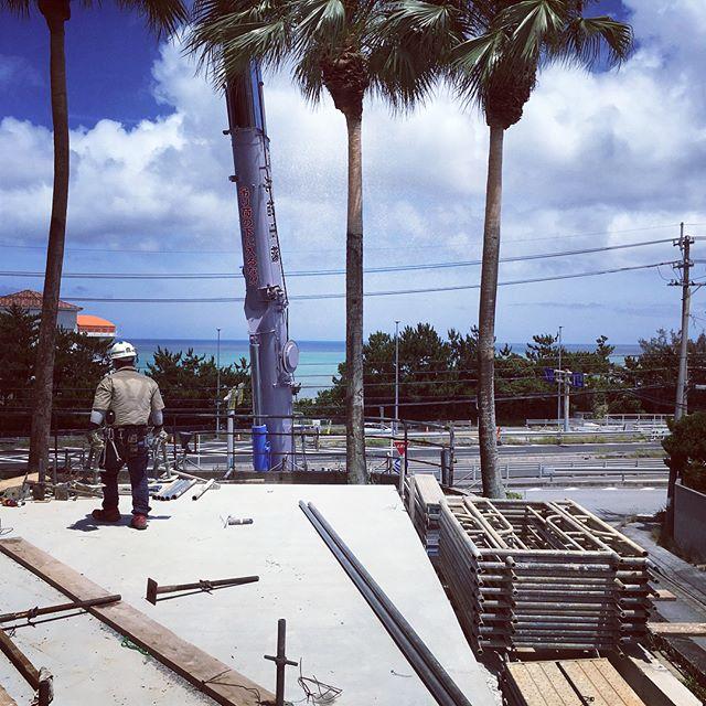 詰めてます(´-`).。oO大箱物件、何も無いところからスタートで悩みましたけど、だいぶ見えて来ました、凄い良い上がりに持っていけると思います、連日の寝不足も解消されると良いですw しゃー!明日は土曜日、頑張って美味しいビール飲みたいっすー!!! #建築#設計#店舗デザイン#沖縄#恩納村#リゾート#ホテル#レストラン#BAR#現場#LABOZ